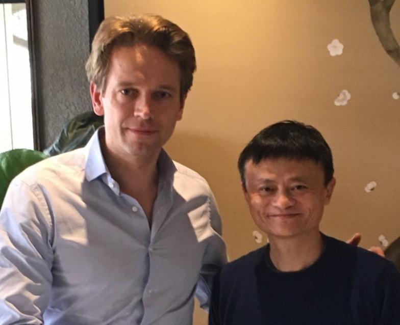 Tue Mantoni sammen med Jack Ma